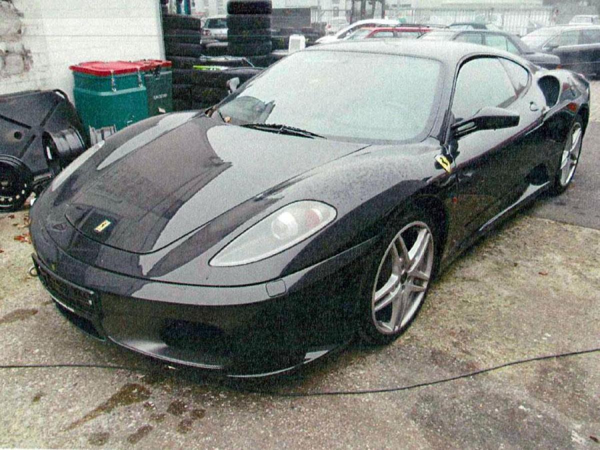 Ferrari f430 f1 schwarz insolvenzverkauf.jpg